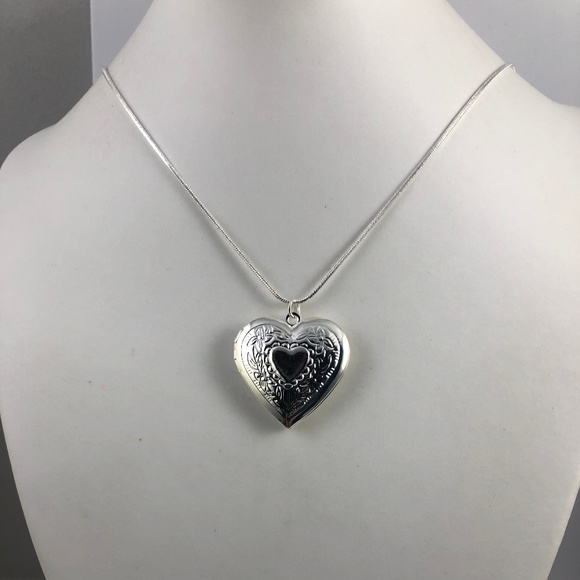 Eye For Jewelry Other - 925 Silver Plated Valentines Heart Floral Locket